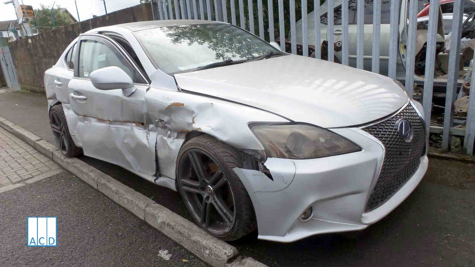 Lexus IS 220D used parts