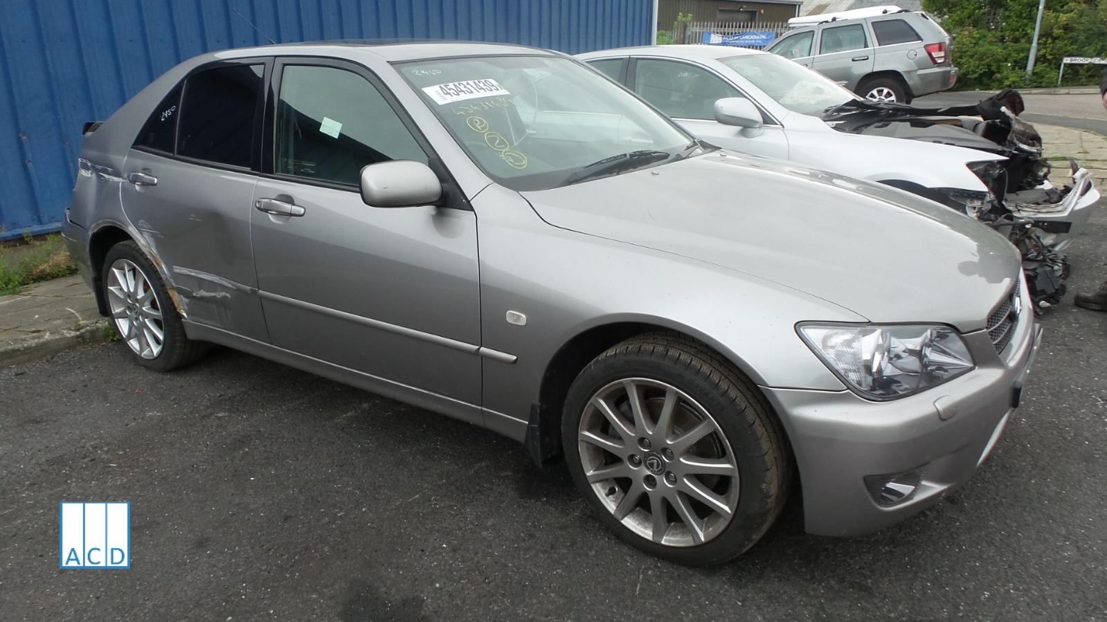 LEXUS IS200 LE used spares