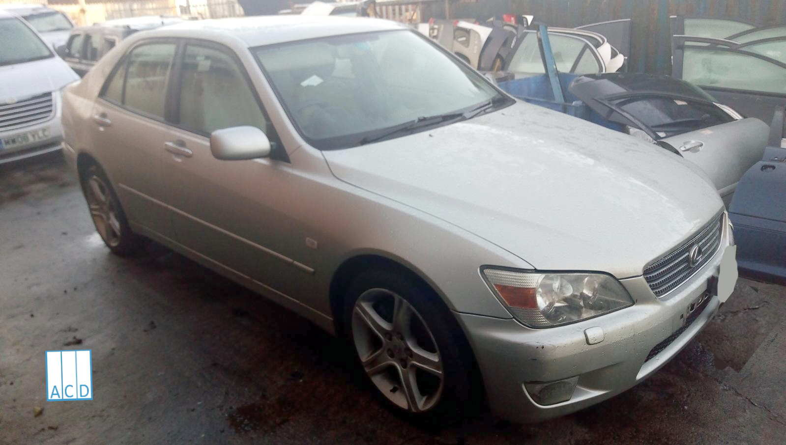 Lexus IS200 breaking for used parts